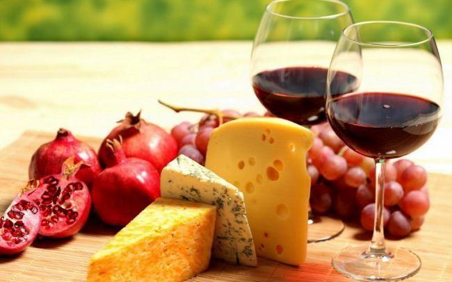 Чим краще закушувати вино