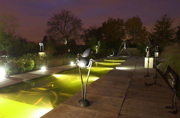 Які лампи вибрати для освітлення дачної ділянки